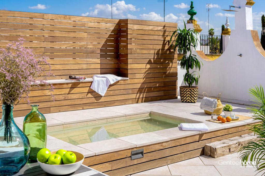 Apartamento con Terraza de lujo y piscina pequeña en Sevilla.